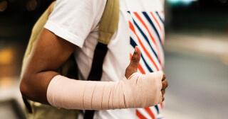 Olycksfallsförsäkringar hör hemma i kategorin av trygghetsförsäkringar där vem som helst kan teckna försäkringen utan att genomgå hälso-eller inkomstprövning.